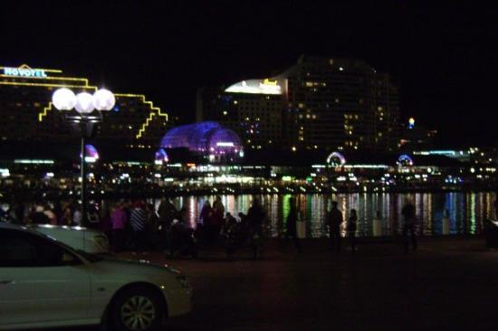 Darling Harbour: put both pics up b/c I didn't know which was best