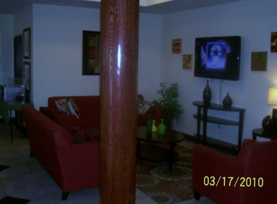 Best Western Palace Inn & Suites: The Sitting area of The Best Western Palace Inn in Big Spring, TX