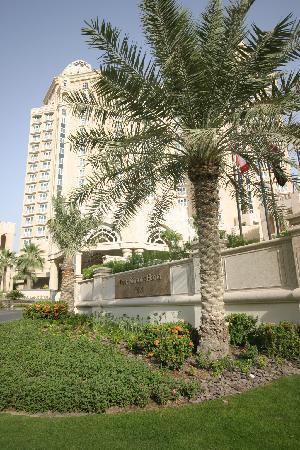 Four Seasons Hotel Doha: Bright and sunny