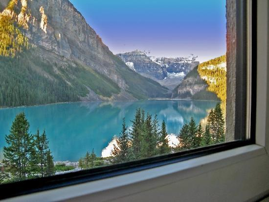 Fairmont Chateau Lake Louise: View from one of our windows