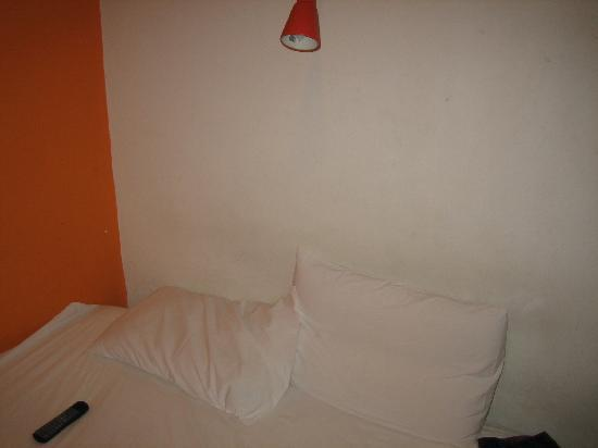 StayOrange . com Hotel: room