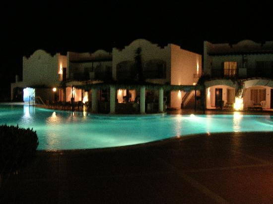 Jaz Dahabeya: Pool Area at night