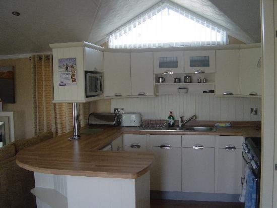 Parkdean - Trecco Bay Holiday Park: kitchen