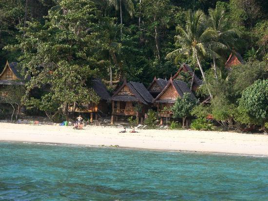 Phi Phi Relax Beach Resort: vue de la plage