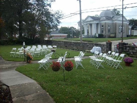 La Maison Blanche: outdoor indoor weddings