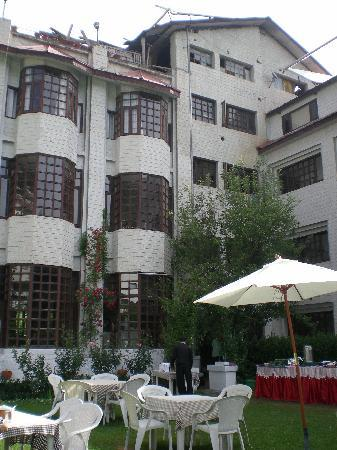 Manali Heights: Back side of hotel