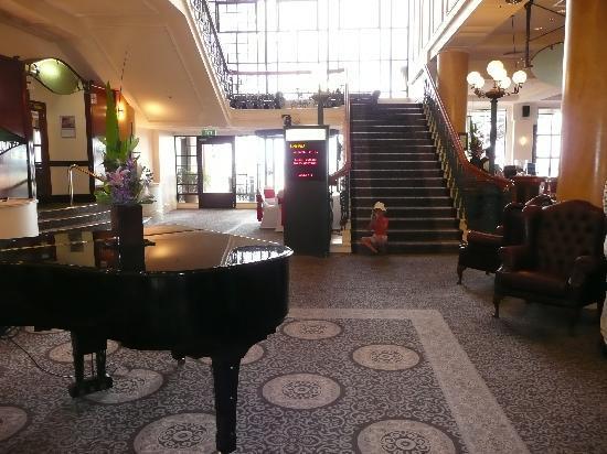 Glenelg, Australia: Le hall d'entrée de l'hôtel