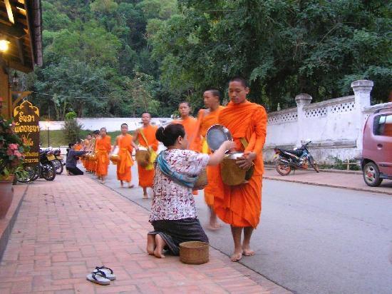 Villa Phathana: Monks outside the hotel - owner giving donation