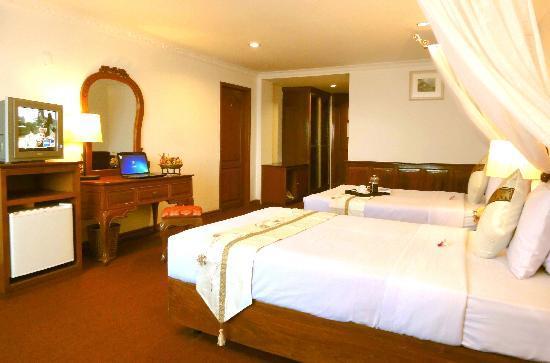Royal Palace Hotel: room