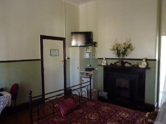 Duke of Cornwall Inn: Bedroom view 2