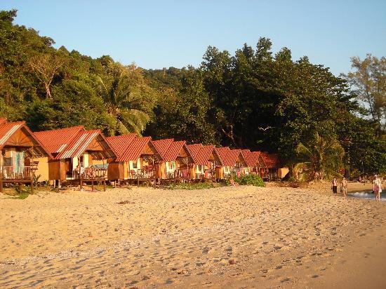 White Sand Beach Resort: Some of the beach huts belonging to the resort.