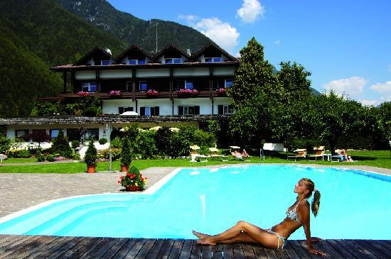 Wellness Hotel Windschar: Piscina esterna