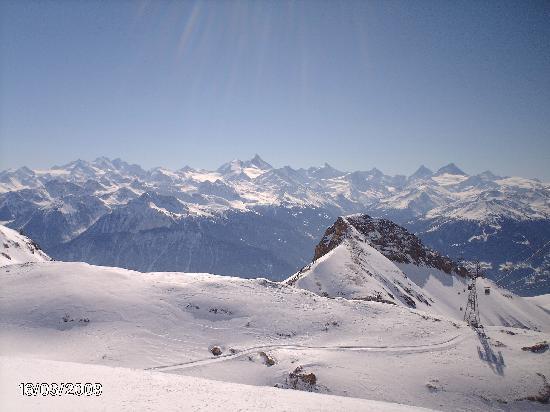 Crans-Montana, Schweiz: journee de mars a Crans Montana. vue glacier