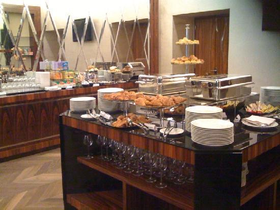 UNA Hotel Roma: Breakfast