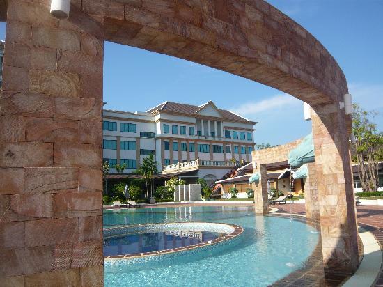 Pacific Hotel & Spa: 中庭のプール