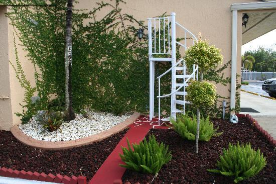 Travelodge by Wyndham Florida City/Homestead/Everglades: Landscaping 1
