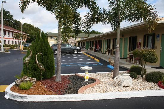 Travelodge by Wyndham Florida City/Homestead/Everglades: Landscaping3