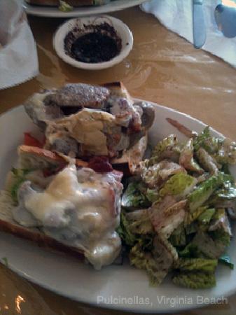 Pulcinella Italian Restaurant: Vesuvius Lunch Sub - Spicy Sausage with Artichoke