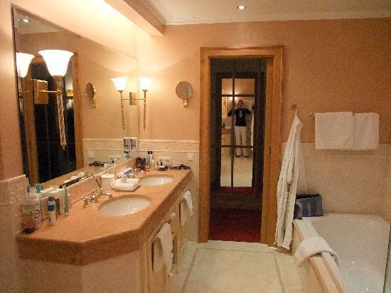 Schlosshotel Fiss: Bathroom (part of it)