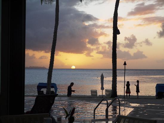 Palau Pacific Resort : シーサイドレストランから見るサンセット