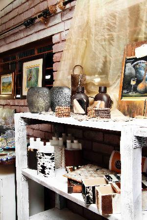De Haven Oost Country Estate and Tourism Village : Curio Shop & Art Gallery @ De Haven OOst
