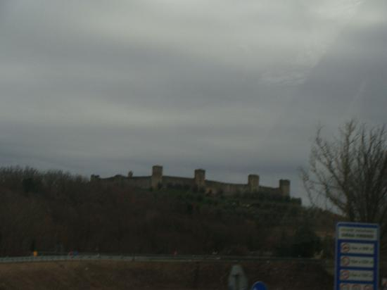 Fun in Tuscany: View of the castle