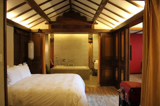 InterContinental Lijiang Ancient Town Resort: New, Clean, Comfy, Spacious Bedroom