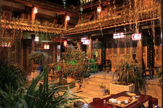 InterContinental Lijiang Ancient Town Resort: Traditional Lijiang 'ke-zhan' inside Old Town