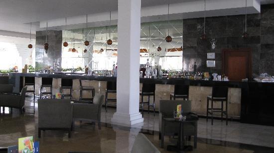 Grand Sunset Princess All Suites Resort: Lobby bar