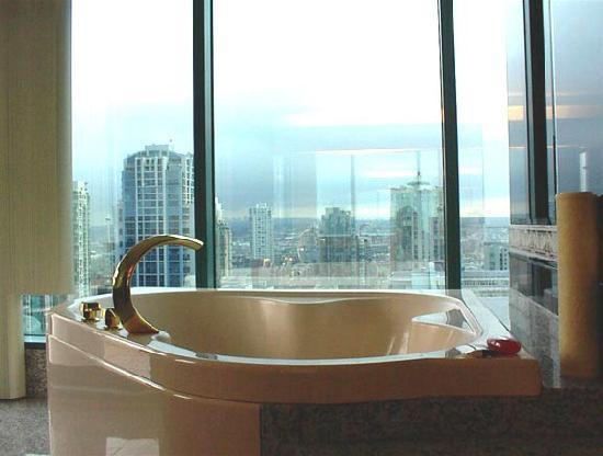 "Viva Suites: Jacuzzi tub in 6 Bedroom ""Viva Suite"""