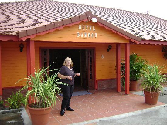 Entrée principale de l'hotel BAMBOU