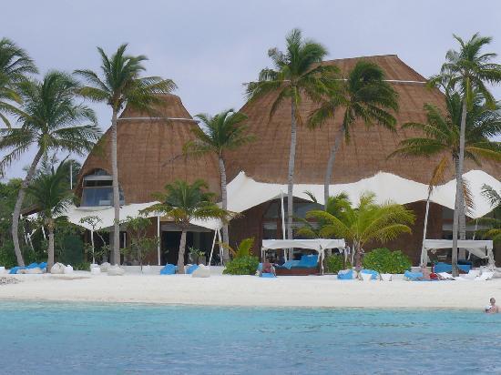 Holiday Inn Resort Kandooma Maldives: Vue d'une partie de l'hôtel