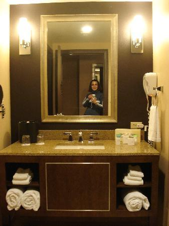 Harrah's Resort Atlantic City: Bathroom Vanity