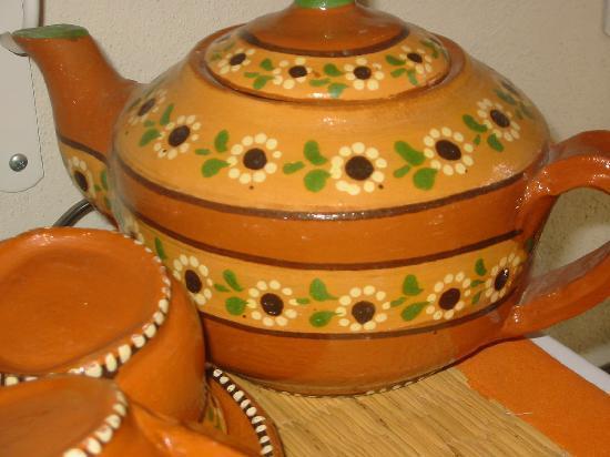 Sukasa Bungalows: pottery sucasita