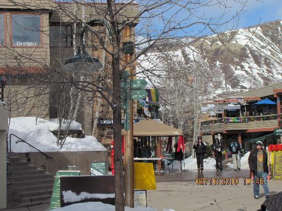 Snowmass Mountain Chalet: SNowmass village mall area