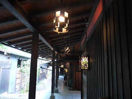 Ichiboku Isso: ランプが風情を出してます
