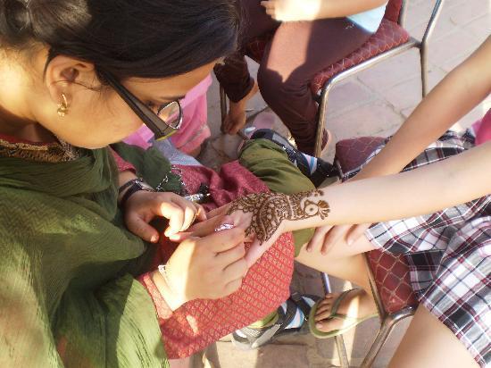 Dilli Haat: Henna hand painting