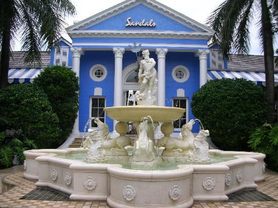 Sandals Royal Bahamian Spa Resort & Offshore Island: Court