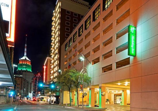 Holiday Inn Riverwalk: Hotel's Main Entrance on St. Mary's Street