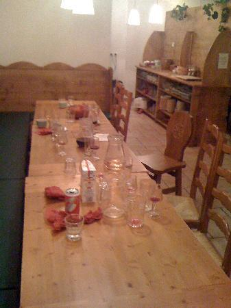 Chalet Hotel les Bruyeres: After Dinner - anyone for Breakfast?