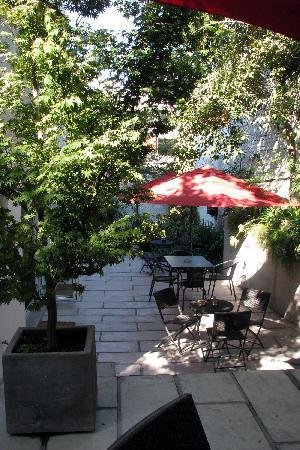 Meridiano Sur, Petit Hotel: Patio area - partial view
