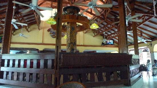 Le Plaza Hotel: Bar, cafe