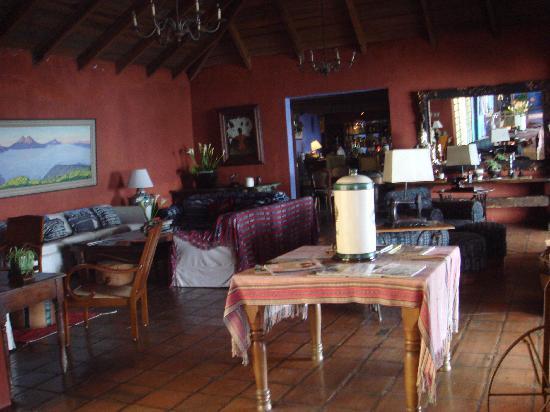 Casa Palopo: Lobby / Bar / Chimney