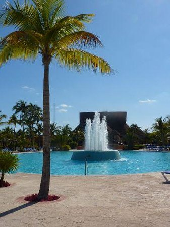 Barcelo Maya Beach: Pool