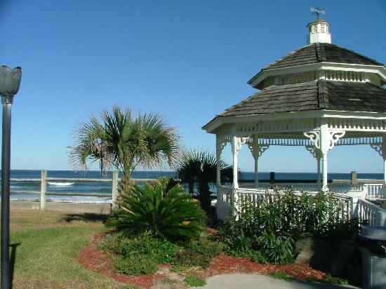 Coral Sands Inn & Seaside Cottages Ormond Beach: View from our cottage