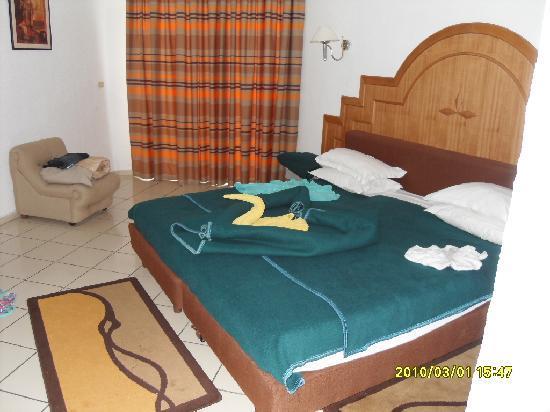 Hotel Riviera: Creative Maid Service!!