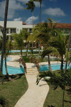 Secrets Royal Beach Punta Cana: beautiful pool different view