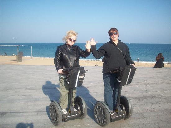 Barcelona Segway Glides: Bobbie & I made it to the beach