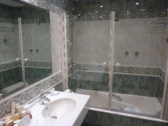 Hotel Atlantico: Bathroom view 2