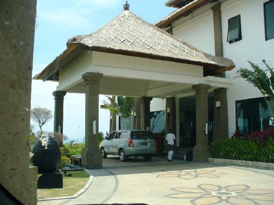 The DreamLand Luxury Villas & Spa: Entering Dreamland Villa